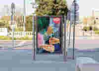M Qx TOILETPAPER citylight MQ hands 1800px Breit 02